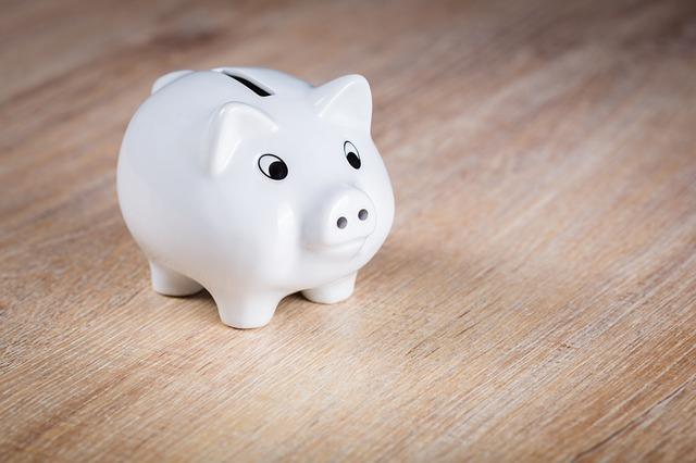 Jak zacząć oszczędzać pieniądze bez wyrzeczeń?